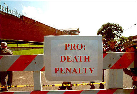 pro death pentally Huntsville, texas death chamber getty images/bernd obermann this is probably the most common argument in favor of capital punishment, and there's actually some evidence that the death penalty may be a deterrent to homicide and it makes sense that it would be—nobody wants to die.
